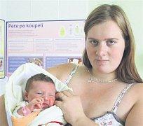 Nikola ŠTOKROVÁ z Mirošova se narodila 20. července v 17 hodin a 10 minut. Manželé Jitka a David věděli dopředu, že jejich první dítě bude holčička. Nikolka vážila 3770 gramů, měřila 49 cm. Tatínek byl u porodu pomáhat.