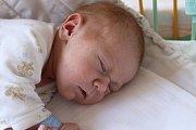 TADEÁŠ BLECHA z Rokycan bude mít ve svém rodném listu datum narození 25. března. Přišel na svět ve 22:09 hodin jako prvorozený syn rodičů Kristýny a Tomáše. Tadeášek vážil 3430 gramů, měřil 50 cm. Tatínek byl na sále pomáhat.