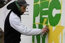 Příležitost výtvarně se vyžít a vytvořit beztrestně graffiti ocenil i Dominik Klíma z Plzně. Nejprve však s kamarádem Jirkou Potůčkem vytvořil logo projektu, v rámci něhož stěna vznikla.