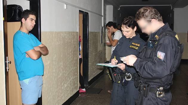 POLICISTÉ se ve středu zaměřili na kontrolu ubytoven na Rokycansku. V době od sedmnácti do jednadvaceti hodin navštívili Strašice a Rokycany. Během akce kontrolovali především doklady a přítomnost drog.