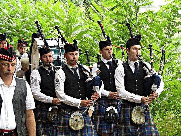 Radničtí slavili se skotskou muzikou
