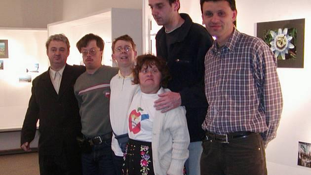 Tvůrčí skupina Večernice (na snímku) představila v sobotu v mirošovské knihovně své fotografie a film Návraty.