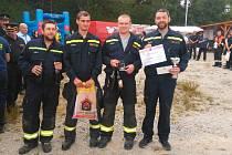 Ve vyprošťování se dobrovolníkům z jihu okresu dařilo. Na snímku jsou zleva: Martin Dolák, Michal Charužín, Lukáš Hanzelín a Michal Liška