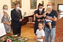 Vítání občánků se ujal starosta Rokycan Václav Kočí.