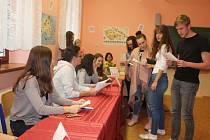 Žáci gymnázia a SOŠ v rámci studentských voleb hlasovali pro prezidenta.