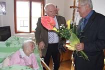 Anně Veselé z Moravce přijel ke 101. narozeninám poblahopřát také kandidát na prezidenta z Nového Veselí na Žďársku Miloš Zeman.