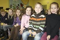 Nevšední vyučování včera zažili žáci z rokycanské Základní školy Čechova. Vypravili se totiž do knihovny, kde uvítali spisovatelku dětských knih Danielu Krolupperovou. O tom, zda by malí špunti chtěli, aby jim zmizela škola.