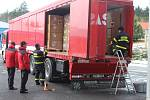 Kamion s humanitární pomocí vyjel ze Zbiroha