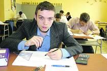 Se záludnostmi učňovské zkoušky se včera potýkal Vladislav Kišš, Antonín Boháč, Matěj Hrabě a další obraběči.