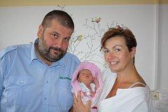 Ema HOLZÄPFLOVÁ z Cheznovic bude mít ve svém rodném listu datum narození 4. září. Přišla na svět dopoledne, v 11 hodin a 34 minut. Manželé Jarmila a Milan věděli dopředu, že jejich třetí dítě bude holčička. vážila při narození 2790 gramů, měřila 48 cm.