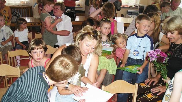 Mirošovští předškoláci se loučili s mateřinkou.