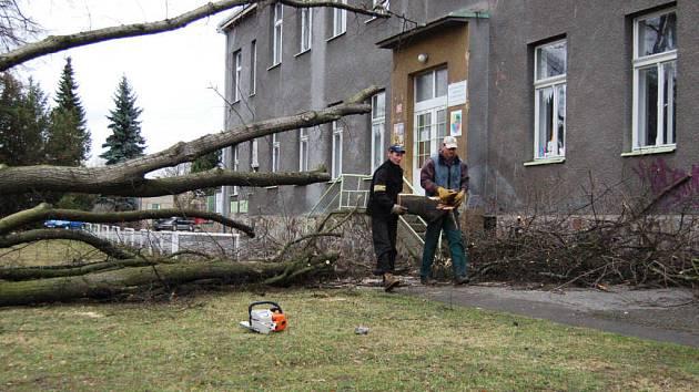 Silný vítr pustošil v sobotu Rokycansko.