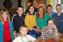 Tábor  Chmelnického dětského klubu ve Lhotce u Radnic musel být ve čtvrtek evakuován. Kluci a děvčata z oddílu Tuláci se přemístili do Němčovic.