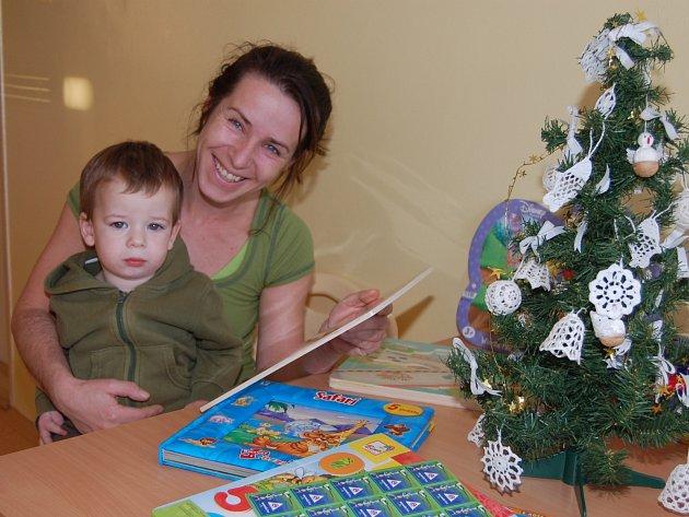 MALÝ STÁNÍK z rokycanské čtvrti Práchovna opouštěl dětské oddělení rokycanské nemocnice na Štědrý den. Těšili se na něho tatínek i dva sourozenci.