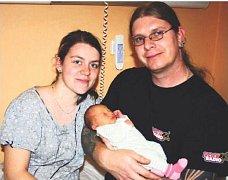 Natálie LAUBROVÁ z Kladrub se narodila 19. listopadu v 16 hodin a 34 minut. Manželé Lucie a David věděli dopředu, že jejich první dítě bude holčička. Natálka vážila 2450 gramů, měřila 45 cm. Tatínek byl u porodu na sále pomáhat.