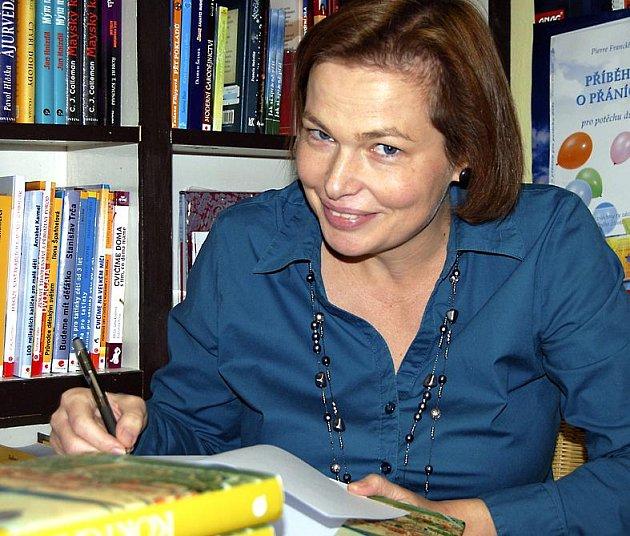 Hana Hrachová, ředitelka Státního okresního archivu a zakládající členka sdružení Rokycanští patrioti, je hlavní autorkou cenné publikace o historii okresního města.