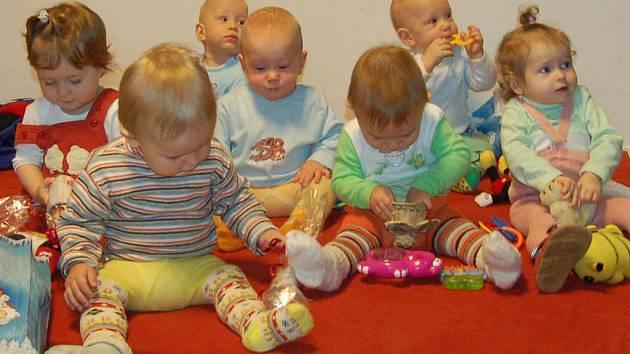 Batolata v mateřském klubu v DDM v Hrádku potěšil ve středu Mikuláš.