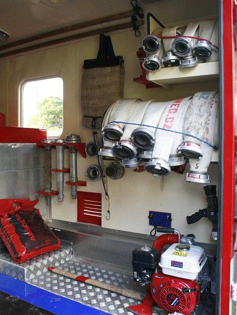 Z polní kuchyně je zásahový vůz.Původní Pragu V3S DA8 proměnili zvíkovečtí hasiči ve vzorně vybavené zásahové vozidlo.