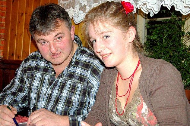 Předseda rokycanských ochránců přírody Pavel Moulis se při zpracování hodnotící zprávy domlouval na podrobnostech s Olgou Matějkovou mladší.