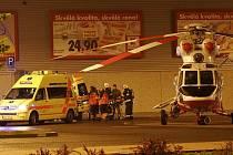 Na místo dorazil i vrtulník.