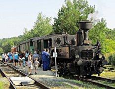 Do parního vlaku Kafemlejnek nabouralo u Střapole terénní auto.
