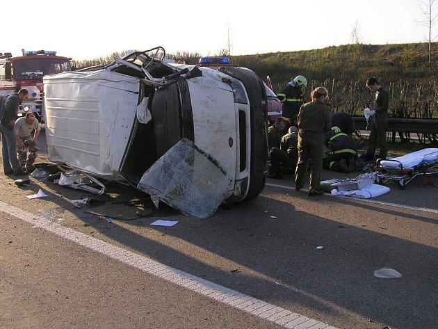 Bezmála tři hodiny byla v sobotu ráno neprůjezdná dálnice D5 nedaleko Rokycan.