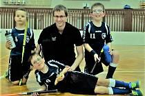 TRIO STATEČNÝCH florbalistů FBC Rokycany se představilo na turnaji přípravek v tělocvičně 25. Základní školy Plzeň. Pod svá křídla je vzali trenéři FBŠ Slavia a Tachova.