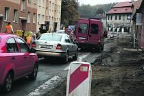 Opravy v Soukenické ulici opět začaly.