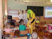Hrádecká škola vytáhla do boje proti žloutence a za zdraví dětí.