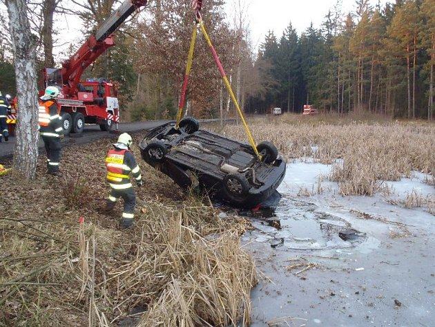 Vážně vyhlížející dopravní nehoda si naštěstí nevyžádala žádná zranění.
