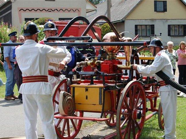 Cekovští hasiči slavili 110. narozeniny.