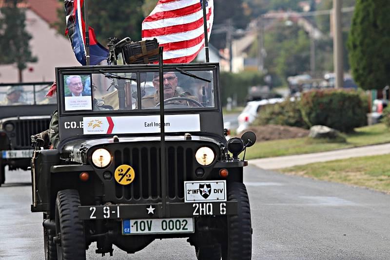 Rokycanskem projel smuteční konvoj  na památku válečného veterána Earla Ingrama, který minulý týden zesnul ve věku 99 let.