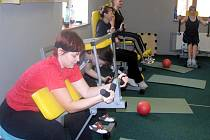 Plná posilovna v pondělí dokazovala, že spousta žen nečeká se zlepšováním své fyzické kondice až na nový rok.
