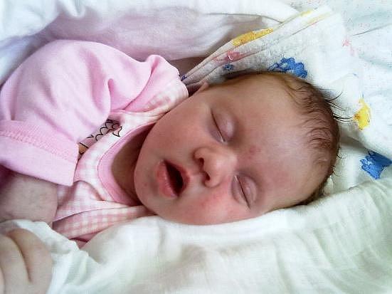 Nina Bláhová z  Hrádku se narodila 27. května večer, šest minut před jedenáctou hodinou. Maminka Petra a tatínek Václav věděli dopředu, že jejich první dítě bude holčička. Malá Nina vážila po příchodu na svět 3980 gramů, měřila 52 cm.