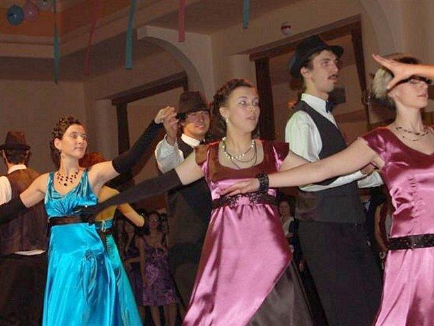 Maturitní ples oktávy Gymnázia Rokycany.
