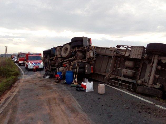 S kamionem se utrhla krajnice.