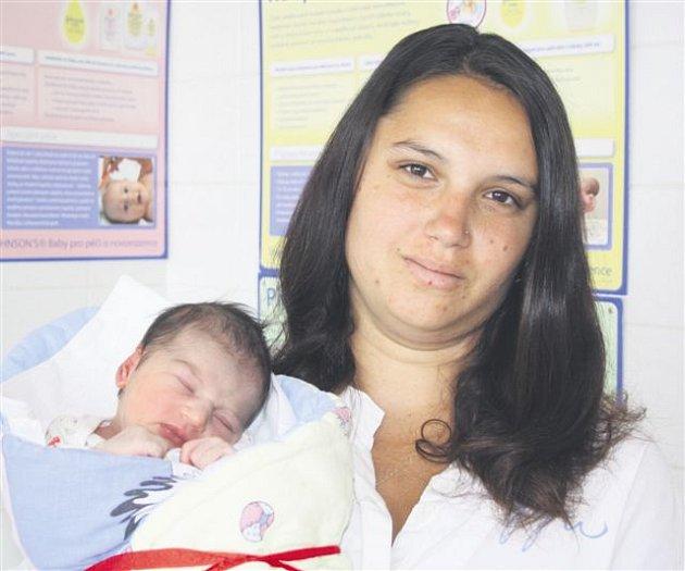 Adriana STEHLÍKOVÁ ze Strašic se narodila 11. června. Přišla na svět dvě minuty po 14 hodině. Maminka Lucie a tatínek Stanislav znali pohlaví svého prvního dítěte dopředu. Malá Adriana vážila při narození 3050 gramů, měřila 50 cm.