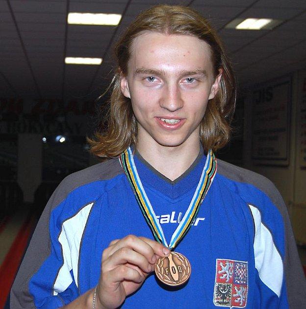 V Sarajevu se na světovém šampionátu prosadil talentovaný rokycanský kuželkář Michal Pytlík. V tandemech získal bronzovou medaili.