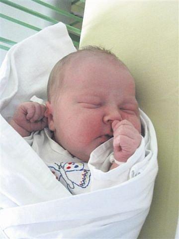 Martin ČEŠKA v Podmokel se narodil v Mulačově nemocnici v Plzni. Přišel na svět 9. prosince ve 12 hodin a 13 minut jako druhé dítě manželů Jaroslavy a Petra Češkových. Martínek vážil 4130 gramů, měřil 52 cm.