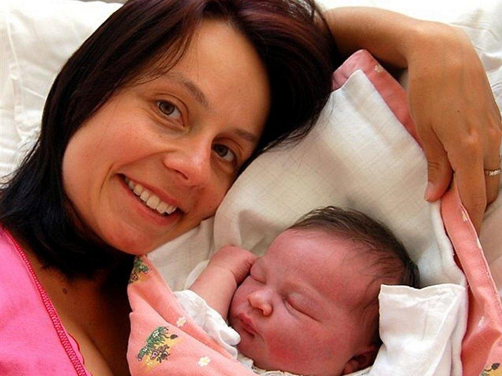 Tereza Štěpánová ze Starého Plzence vykoukla na svět 9. srpna v 17.45 hodin. S maminkou Kateřinou byl u narození druhé dcery (doma už mají dvouletou Kačenku) manžel Jan. Nejmladší člen rodiny měřil 54 cm a vážil 4400 gramů.
