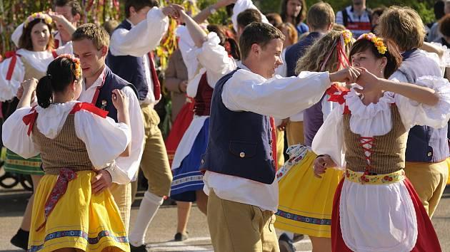 Májové tance (ilustrační foto)