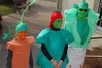 V masopustním průvodu nechyběla trojice obyvatel jiných planet.