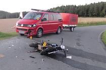 SLOŽKY INTEGROVANÉHO ZÁCHRANNÉHO systému vyjížděly ve středu po devatenácté hodině k Dobřívu. Mladý motorkář kvůli rychlosti havaroval. Skončil v nemocnici.