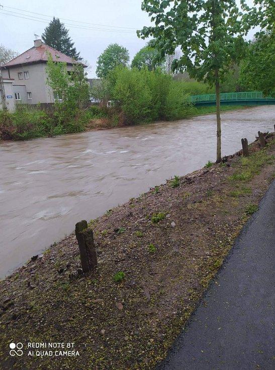 Soutok Klabavy a Holoubeckeho potoka u Husovych sadů ve čtvrtek večer.