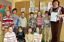 Důvod k úsměvu měli  Veronika Tománková, Tereza Šmídová, Anna Hoblíková, Ivana Moravcová  (dolníí řada zleva) i Lucie  Preslová, Dušan Klement, Vojta Kodl, Vašek Tauer, Barbora Vavřičková i Vítek Bohuslav (nahoře zleva).