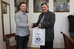Jakuba Lva přijal včera odpoledne starosta okresního města Václav Kočí.