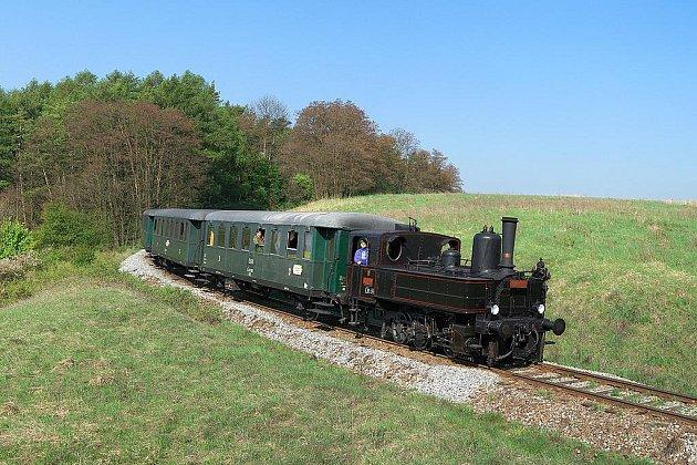 Parní lokomotiva 310.072 už si na mikulášskou nedělní jízdu brousí zuby. Celkem se na trasu vydá Rokycany - Mirošov a zpět vydá třikrát.