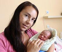 ŠTĚPÁN MITÁČEK z Rokycan se narodil 7. června ráno, v 8:40 hodin. Manželé Sandra a Jiří si nechali pohlaví svého druhého dítěte jako překvapení až na porodní sál. Doma už mají prvorozenou dceru Magdalénku (2,5 roku). Míry 3540 g, 50 cm.