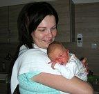 ADÁMEK ČERNÝ. Šťastná maminka Kamila Černá z Habru u Volduch chová v náručí syna Adama, kterého přivedla na svět 30. dubna 2017 v hořovické porodnici. Chlapečkovy porodní míry rovných 50 cm a 3440 gramů. Z Adámka se radují tatínek Michal a bráška Míša.