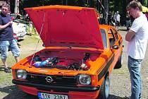 Část účastníků víkendového srazu vozů Opel v kempu Veselý Habr využila nabídku, aby své vozy představila. Byl mezi nimi Ludvík Brejcha z Berouna, který dorazil s Opelem Kadett C Coupe.